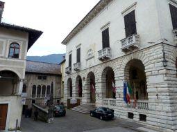il Palazzo della Ragione, che ospita il teatro