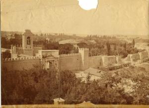 foto d'epoca che mostra la breccia di Porta Pia