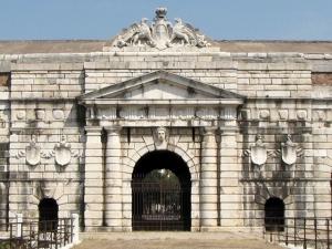 porta aNuova a Verona, a sinistra furono fucilati gli eroi delle Pasque Veronesi