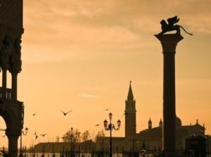 Tramonto_Piazza_San_Marco_a_Venezia_97956107