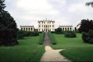 la villa che ospitava il comando francese, in cui furono trucidati i poveretti