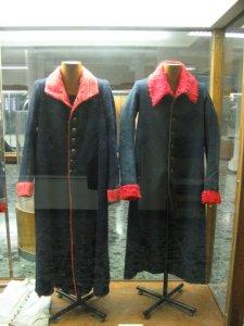 cappotti di marina, differisconoda quellidi fanteria solo per le mostre e il colletto (bianchi per la fanteria)