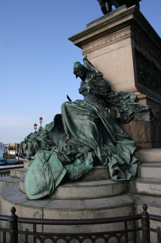 Venezia_-_Ettore_Ferrari_(1848-1929),_Monumento_a_Vittorio_Emanuele_II_(1887)_-_Foto_Giovanni_Dall'Orto,_12-Aug-2007_-_27